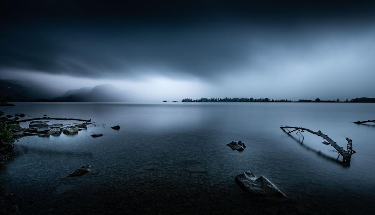 Lac sous l'orage en Allemagne en pose longue
