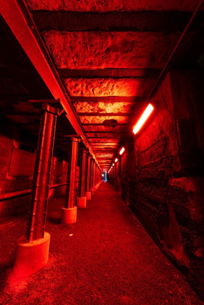 tunnel effrayant rouge à duisburg