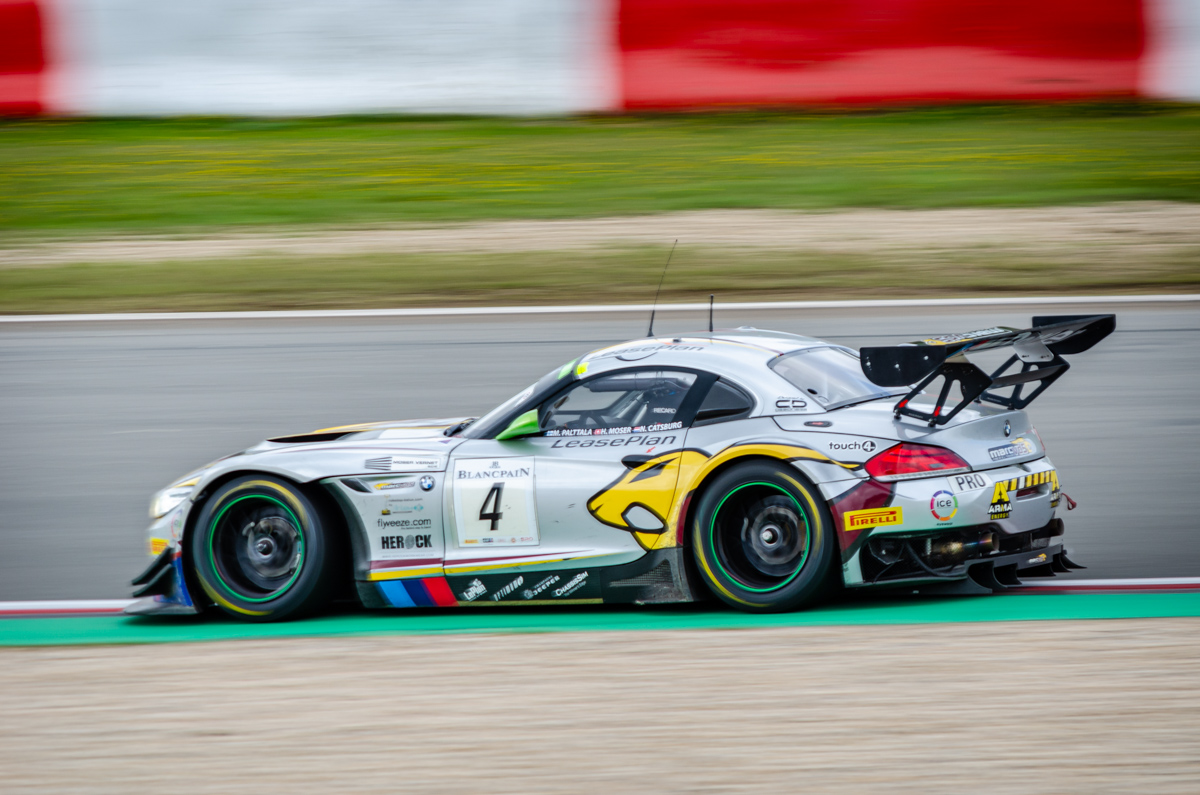 Bmw à pleine vitesse au Nurburgring